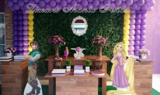 Festa Rapunzel decorada com displays de MDF