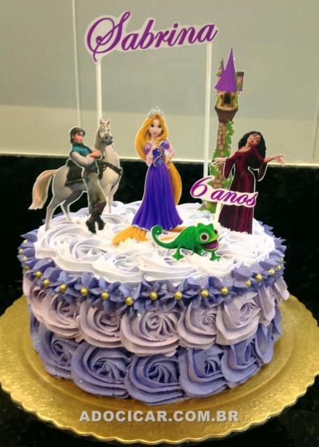 Festa Rapunzel bolo decorado com chantilly