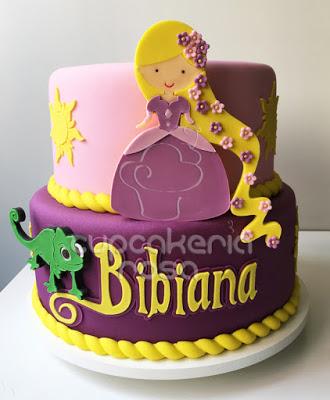 Festa Rapunzel bolo de pasta americana decorado com aplique da Rapunzel