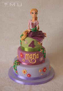 Festa Rapunzel bolo com 3 andares decorado com topo de bolo 3D
