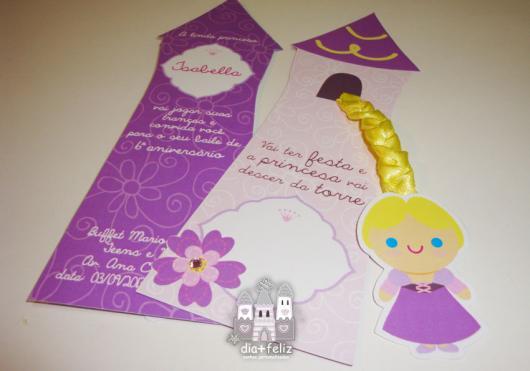 Festa Rapunzel convite no formato de torre de castelo