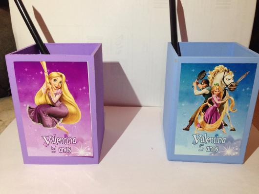 Festa Rapunzel lembrancinha porta caneta adesivado