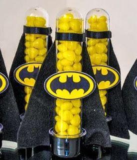 Fotos e Ideias de Lembrancinhas do Batman tubete personalizado com aplique do símbolo do Batman