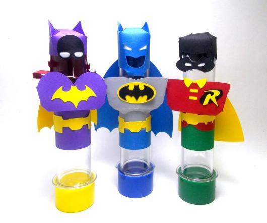 Fotos e Ideias de Lembrancinhas do Batman tubete personalizado com apliques de papel