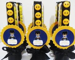 Fotos e Ideias de Lembrancinhas do Batman tubete personalizado com aplique impresso e lacinho de fita preta