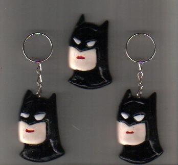 Fotos e Ideias de Lembrancinhas do Batman de biscuit chaveiro no formato da cabeça do Batman