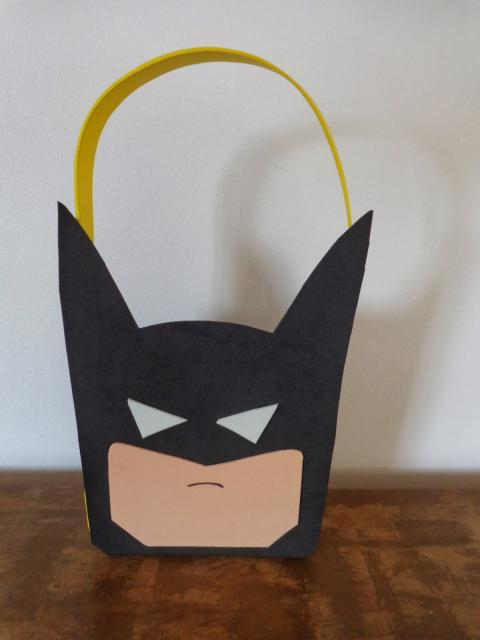 Fotos e Ideias de Lembrancinhas do Batman cestinha de guloseimas de EVA