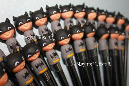 Fotos e Ideias de Lembrancinhas do Batman de biscuit ponteira de lápis