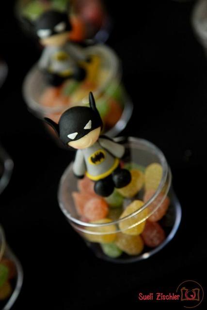 Fotos e Ideias de Lembrancinhas do Batman de biscuit pote para balas personalizado