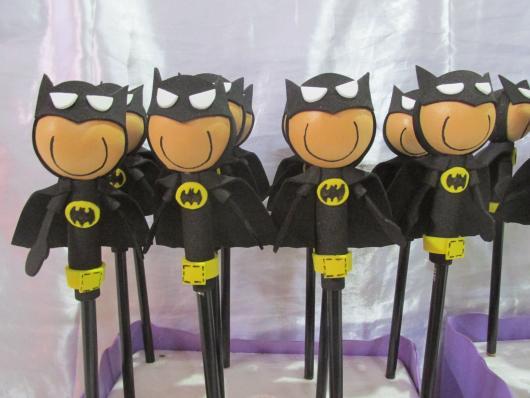 Fotos e Ideias de Lembrancinhas do Batman ponteira de lápis de EVA
