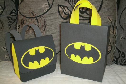 Fotos e Ideias de Lembrancinhas do Batman sacolinha surpresa de EVA