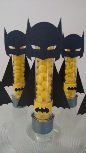 Fotos e Ideias de Lembrancinhas do Batman tubete personalizado com aplique impresso