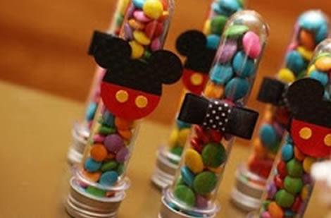 Lembrancinhas Fáceis de Fazer para festa infantil tubete com aplique de EVA do Mickey