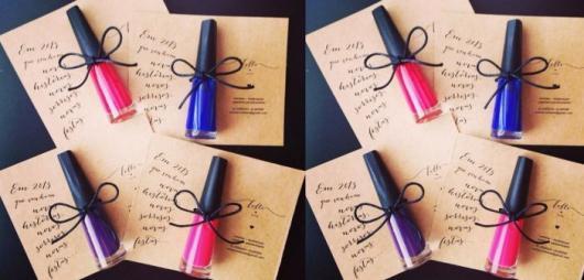 Lembrancinhas Fáceis de Fazer para as amigas esmalte com cartão personalizado