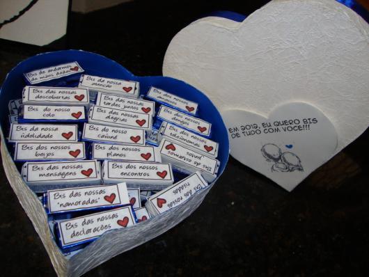 Lembrancinhas Fáceis de Fazer para namorado caixa de bis personalizada com frases