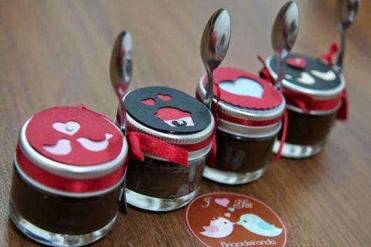 Lembrancinhas Fáceis de Fazer para namorado potinho de doces personalizado