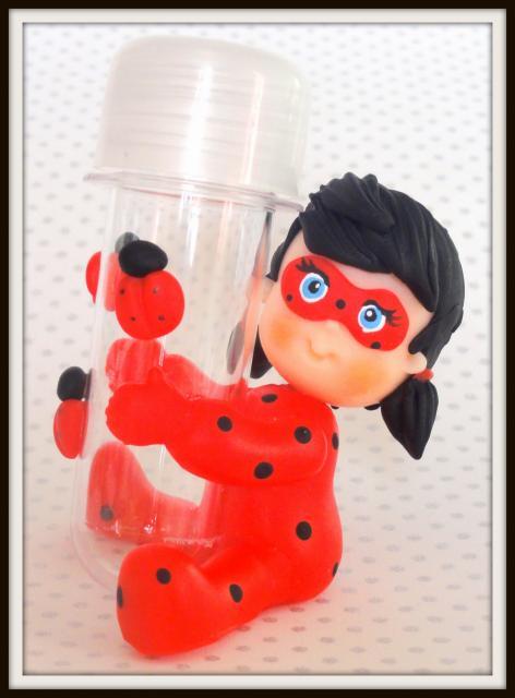 Lembrancinhas Ladybug em biscuit tubete