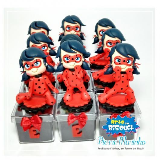 Lembrancinhas Ladybug em biscuit caixinha de acrílico