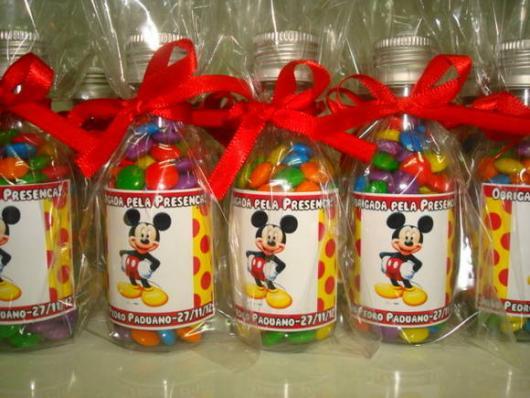 Lembrancinhas Personalizadas Mickey: garrafinha com fita vermelha