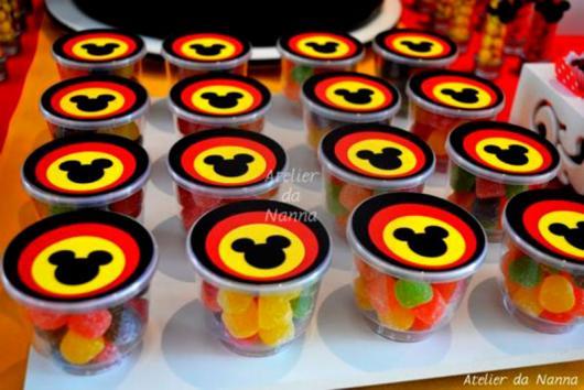 Lembrancinhas Personalizadas Mickey: pote com gomas coloridas
