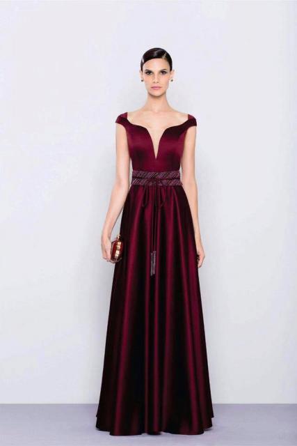 Vestido de Formatura Vermelho bordo com cintura marcada