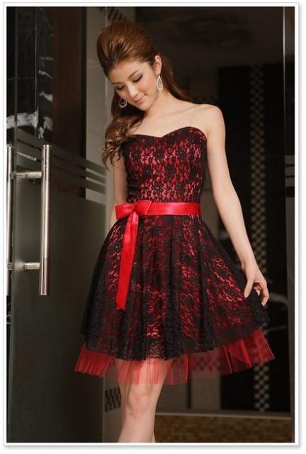 Vestido de Formatura Vermelho com renda preta