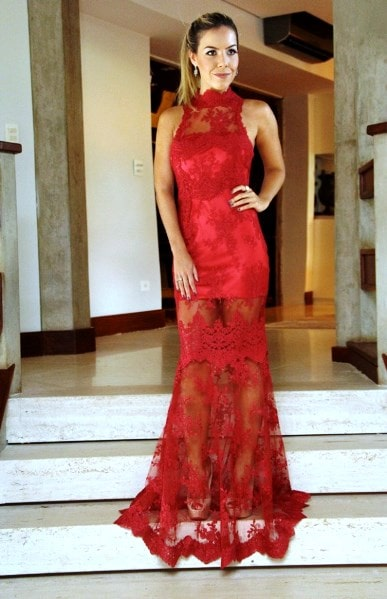 Vestido de Formatura Vermelho com sobreposição de renda