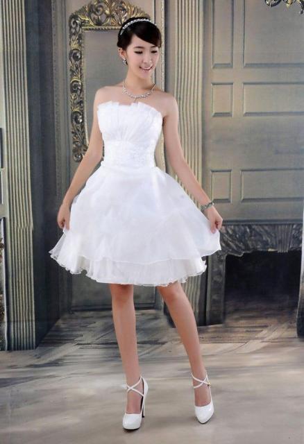 Vestido de Noiva Tomara que Caia curto rodado