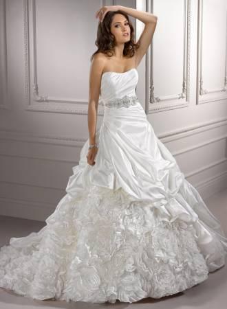 Vestido de Noiva Tomara que Caia com babado e brilho