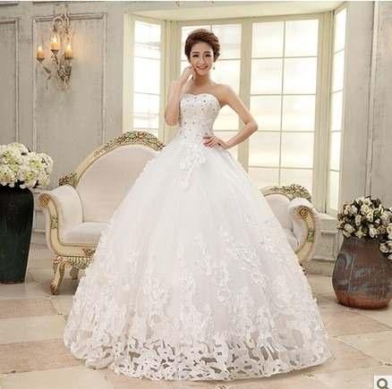 Vestido de Noiva Tomara que Caia com detalhe de flores