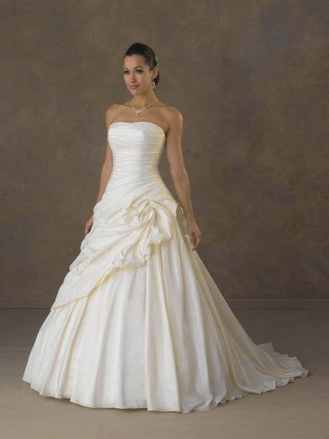 Vestido de Noiva Tomara que Caia com camada