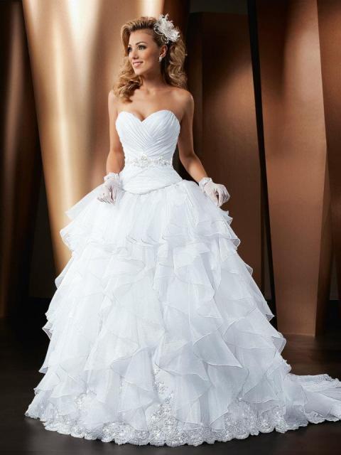 Vestido de Noiva Tomara que Caia com camadas e brilho