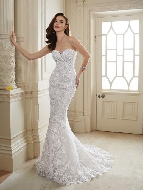 Vestido de Noiva Tomara que Caia com calda bordada