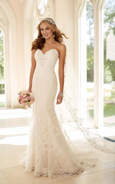 Vestido de Noiva Tomara que Caia com véu bordado