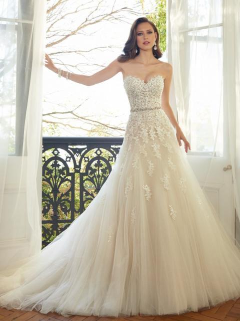 Vestido de Noiva Tomara que Caia com bordado de flores