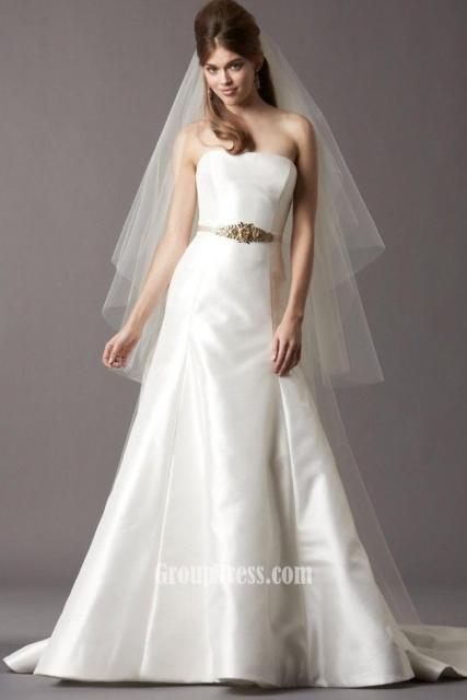 Vestido de Noiva Tomara que Caia com véu