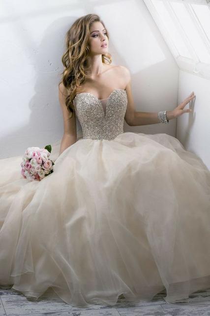 Vestido de Noiva Tomara que Caia bege