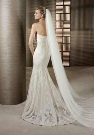 Vestido de Noiva Tomara que Caia com renda e véu