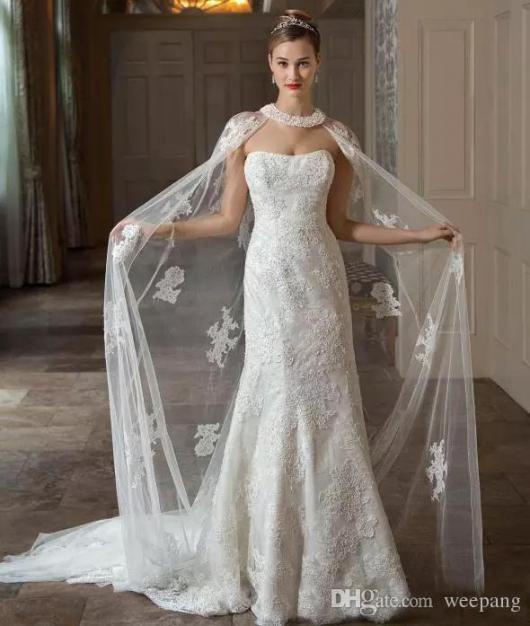 Vestido de Noiva Tomara que Caia com renda e capa