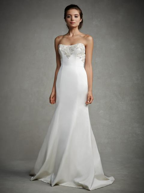 Vestido de Noiva Tomara que Caia com brilho no busto
