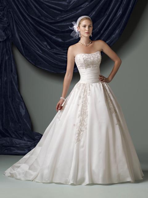 Vestido de Noiva Tomara que Caia com parte debaixo rodada