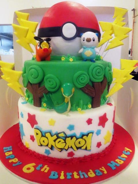 Bolo Pokémon de três andares.