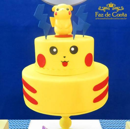 Bolo de dois andares do Pikachu.