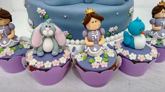 Cupcake Princesa Sofia com bonequinhos