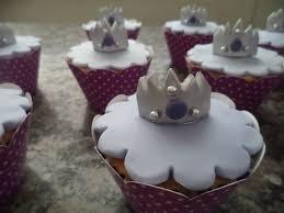 Cupcake Princesa Sofia decorado com coroa
