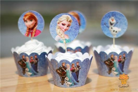 Cupcake Princesa Sofia com topo comprado pronto