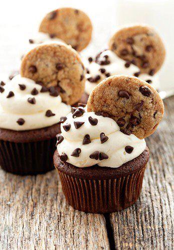 Cupcake com cookies.