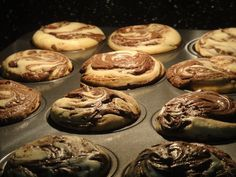 Cupcakes assando.