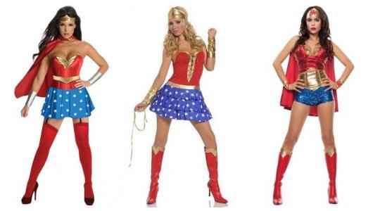 Montagem com três modelos diferentes de fantasia Mulher Maravilha.