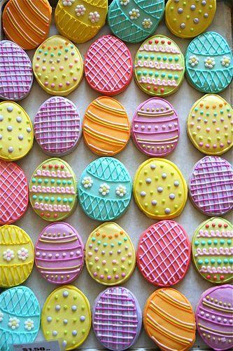 Biscoitos Decorados de Páscoa no formato de ovo de Páscoa